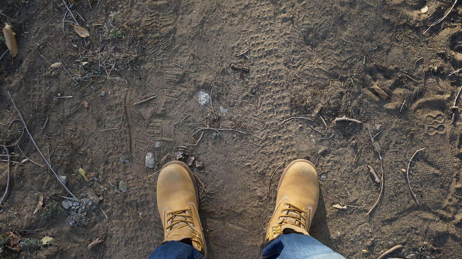 when to replace hiking boots