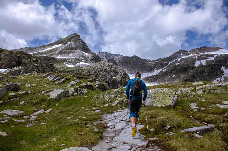 prevent back pain from hiking