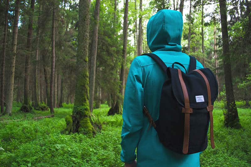 is it safe to go hiking alone