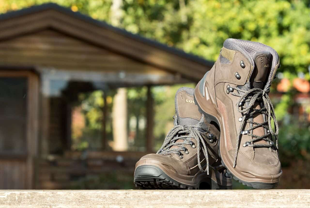 hiking shoes for flat feet